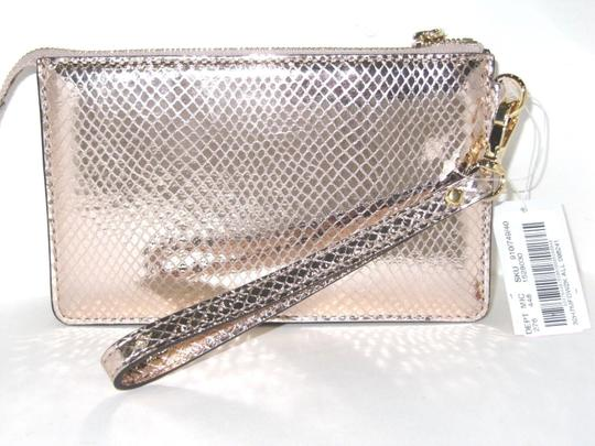 Michael Kors Leather 191935096241 Wristlet in Soft Pink
