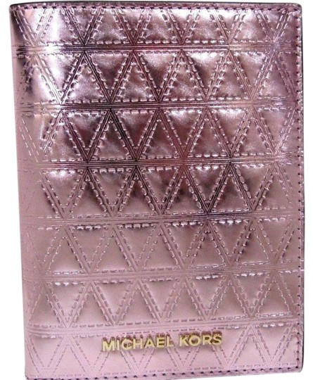 Preload https://img-static.tradesy.com/item/24624400/michael-kors-money-pieces-quilted-passport-case-soft-pink-leather-wristlet-0-2-540-540.jpg