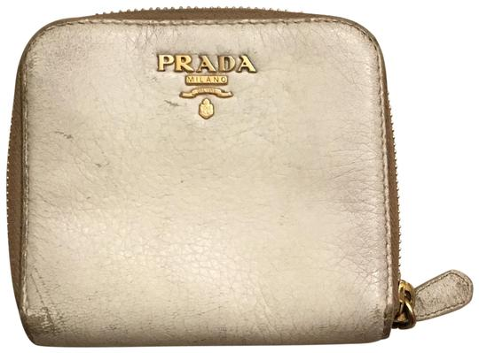 Preload https://img-static.tradesy.com/item/24624626/prada-off-white-small-wallet-0-1-540-540.jpg