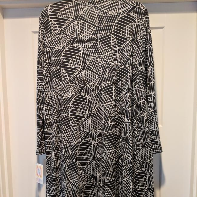 Preload https://img-static.tradesy.com/item/24624761/lularoe-black-and-white-sarah-cardigan-size-10-m-0-1-650-650.jpg