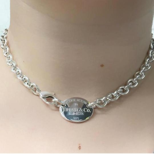 Preload https://img-static.tradesy.com/item/24624777/tiffany-and-co-return-to-oval-15-sterling-silver-guaranteed-comes-with-pouch-and-blue-necklace-0-1-540-540.jpg