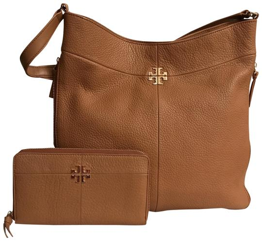 Preload https://img-static.tradesy.com/item/24624803/tory-burch-reva-logo-and-wallet-brown-gold-leather-hobo-bag-0-1-540-540.jpg