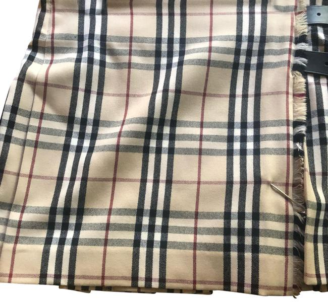 Preload https://img-static.tradesy.com/item/24624919/burberry-tan-black-and-red-plaid-skirt-size-6-s-28-0-1-650-650.jpg