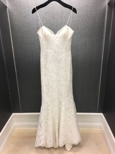 Allure Bridals Ivory Lace Spaghetti Strap Slim Fit Sweetheart Gown Style 9021 Destination Wedding Dress Size 8 (M)
