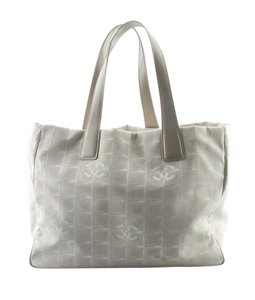 Chanel Canvas Pre-owned Adult Tote in Tan