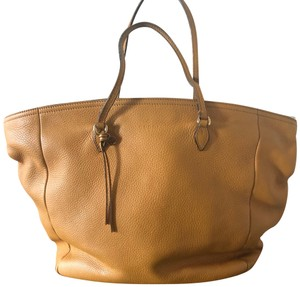 Yellow Shoulder Bags - Up to 90% off at Tradesy 70d06260584a7