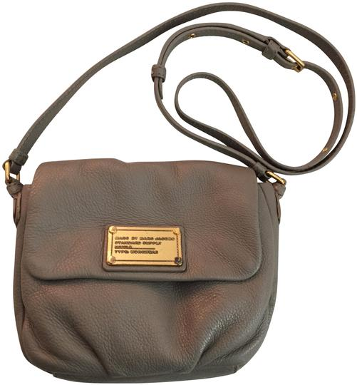 Preload https://img-static.tradesy.com/item/24632193/marc-by-marc-jacobs-classic-q-isabelle-gray-leather-cross-body-bag-0-1-540-540.jpg