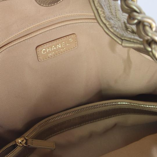 Chanel Tote in Gold Image 6