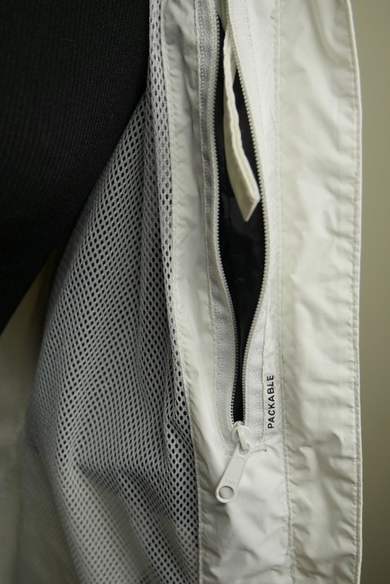 Helly Hansen Packable Nylon Water-repellant Windproof White Jacket Image 10