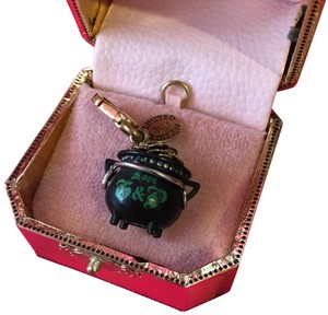 Juicy Couture NWT JUICY COUTURE 2011 LIMITED EDITION POT OF GOLD CHARM!!