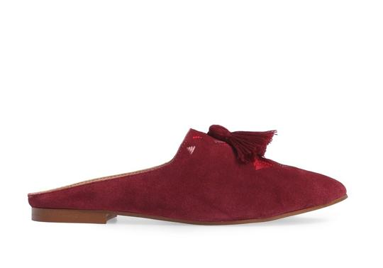 Preload https://img-static.tradesy.com/item/24633586/soludos-wine-embroidered-mule-flats-size-us-7-regular-m-b-0-0-540-540.jpg
