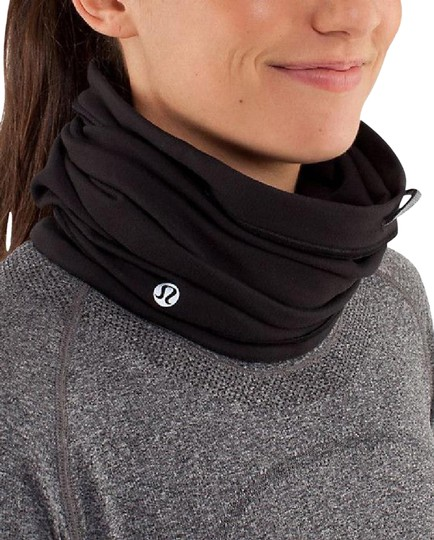 Preload https://img-static.tradesy.com/item/24633643/lululemon-black-run-neck-warmer-scarfwrap-0-1-540-540.jpg