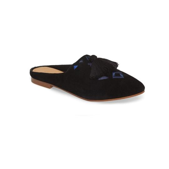 Preload https://img-static.tradesy.com/item/24633673/soludos-black-embroidered-mule-flats-size-us-8-regular-m-b-0-0-540-540.jpg