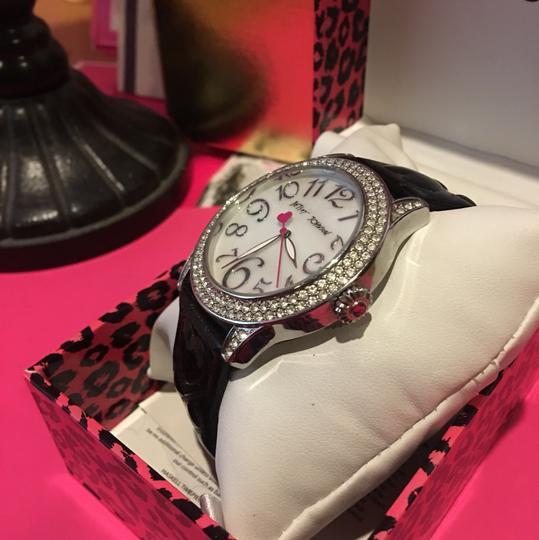 Betsey Johnson BETSEY JOHNSON BLACK & SILVER WATCH with a GORGEOUS MOTHER OF PEARL CRYSTAL STONE FACE & BRAND!! Image 3