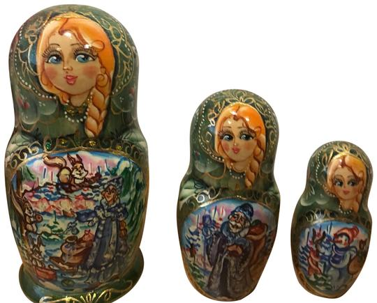 Preload https://img-static.tradesy.com/item/24633872/5-stacking-hand-painted-green-and-blue-wooden-russian-nesting-dolls-charm-0-3-540-540.jpg