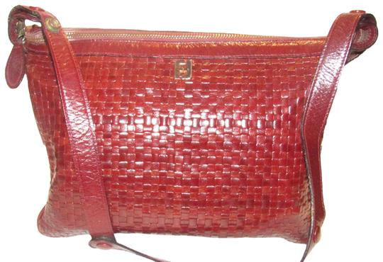 Preload https://img-static.tradesy.com/item/24633887/fendi-vintage-pursesdesigner-purses-brown-woven-leather-shoulder-bag-0-1-540-540.jpg