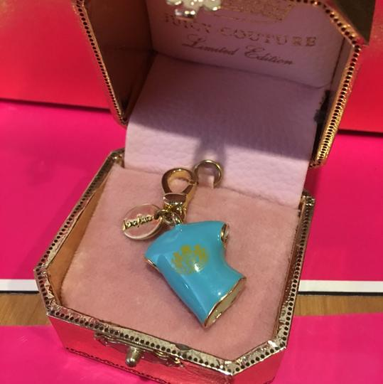 Juicy Couture NEW!! JUICY COUTURE 2008 LIMITED EDITION by NEIMAN MARCUS BLUE & GOLD T-SHIRT CHARM. Image 2
