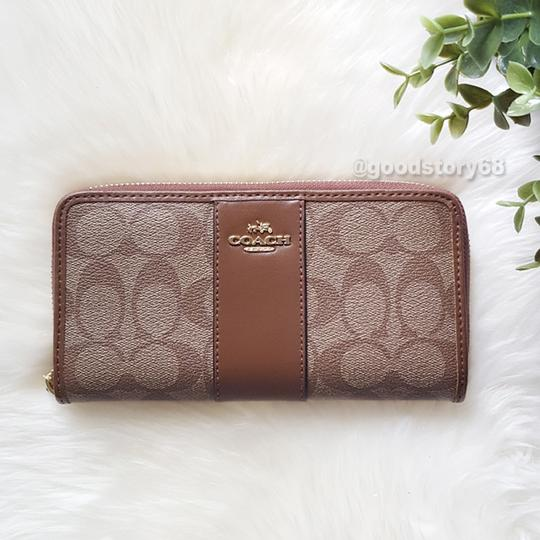 Coach COACH F54630 SIGNATURE COATED CANVAS WITH LEATHER ACCORDION ZIP WALLET Image 1