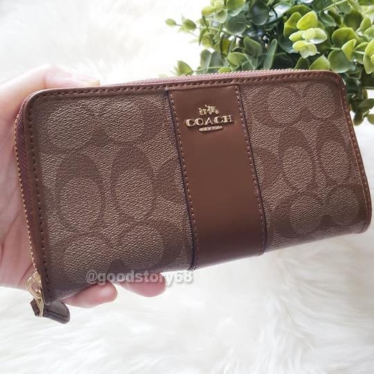 Coach COACH F54630 SIGNATURE COATED CANVAS WITH LEATHER ACCORDION ZIP WALLET Image 5