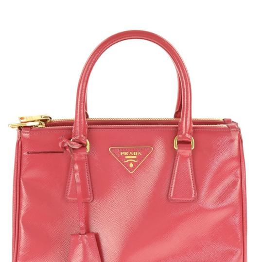 Preload https://img-static.tradesy.com/item/24635018/prada-double-lux-small-double-zip-patent-toe-pink-leather-satchel-0-0-540-540.jpg