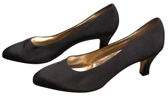 Preload https://img-static.tradesy.com/item/24635093/salvatore-ferragamo-black-vintage-ribbon-pumps-size-us-95-narrow-aa-n-0-1-540-540.jpg