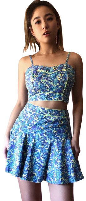 Preload https://img-static.tradesy.com/item/24635156/topshop-neon-floral-crop-skirt-set-shorts-suit-size-os-one-size-0-1-650-650.jpg