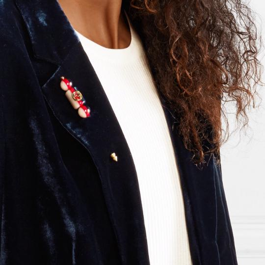 Gucci silvie logo gold plated resin brooch Image 2