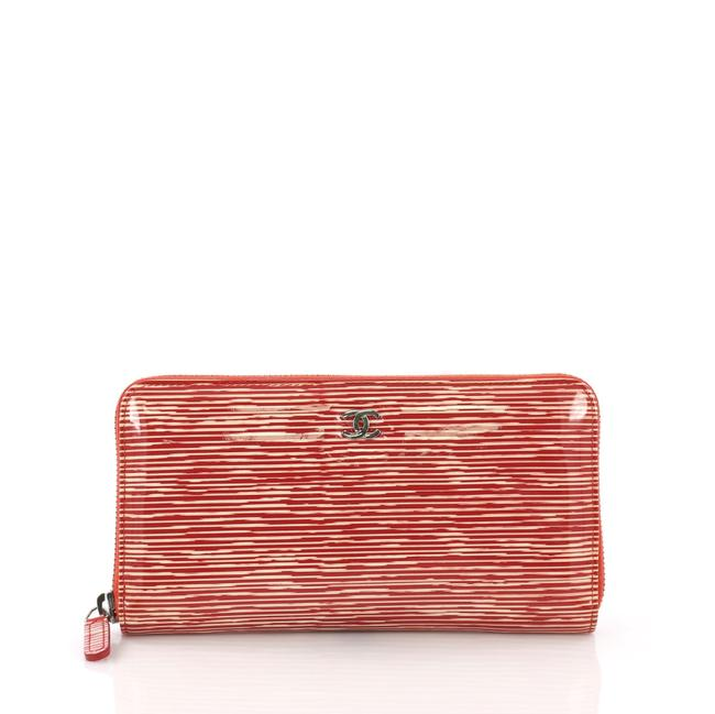 Item - Around Wallet Striped Long Red Patent Leather Clutch