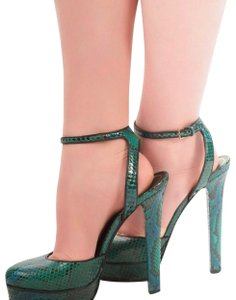 d27769ad4297 Women s Green Gucci Shoes - Up to 90% off at Tradesy