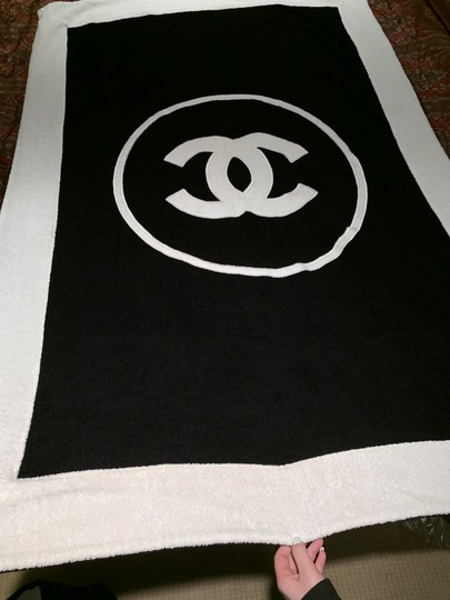 Chanel Tote and Towel set Image 1