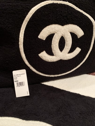 Chanel Tote and Towel set Image 6