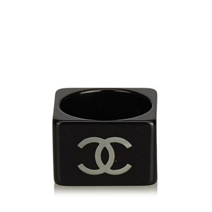 Chanel Chanel White with Black Plastic CC Ring France SMALL