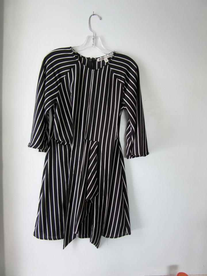 59227dd3226f Gypsies   Moondust Black and White Stripe Short Casual Dress Size 6 ...