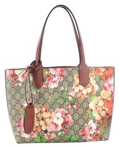 816576a947d Added to Shopping Bag. Gucci Leather Tote in brown. Gucci Reversible Blooms  Gg Print ...