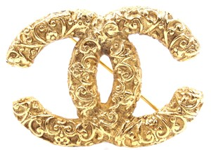 Chanel Ultra Rare CC Textured gold hardware brooch pin charm