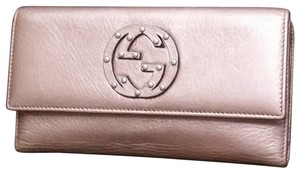 Gucci Gucci Soho Trifold Wallet in Metallic Rose Gold comes with box