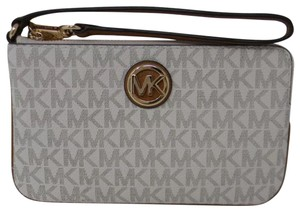 Michael Kors Wristlet in white and brown