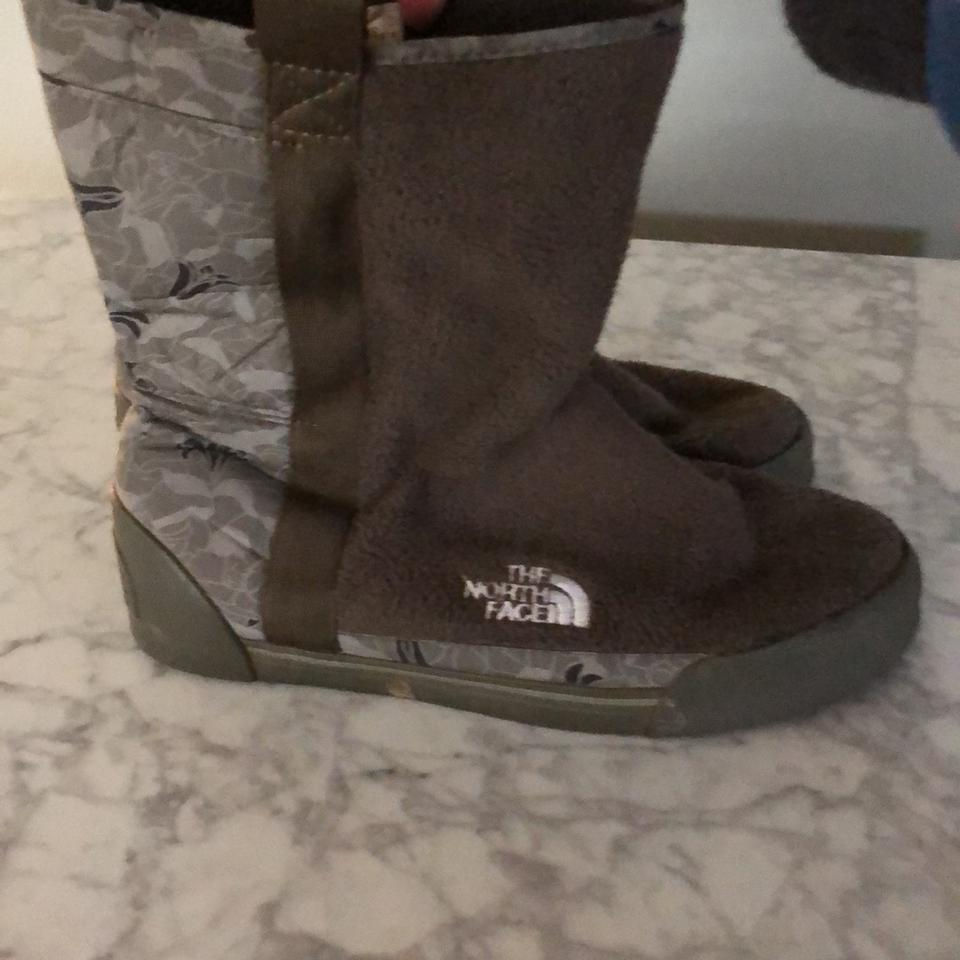 5e28bbad139bf The North Face Green and Camouflage Fleece Snow Boots/Booties Size ...
