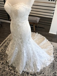 Essense of Australia Ivory Tulle and Lace D2224 Modern Wedding Dress Size 14 (L)