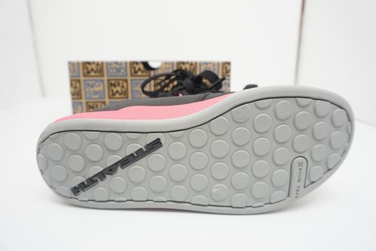 Five Ten Flats Sneakers Lace Up Freerider Size 6 Black / Pink Athletic Image 11