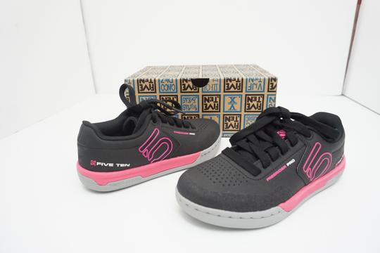 Five Ten Flats Sneakers Lace Up Freerider Size 6 Black / Pink Athletic Image 3