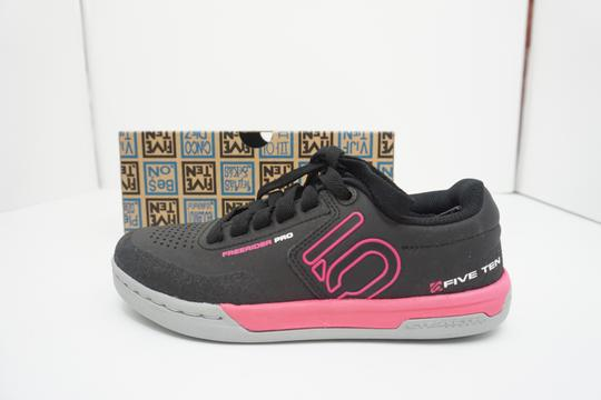 Five Ten Flats Sneakers Lace Up Freerider Size 6 Black / Pink Athletic Image 5