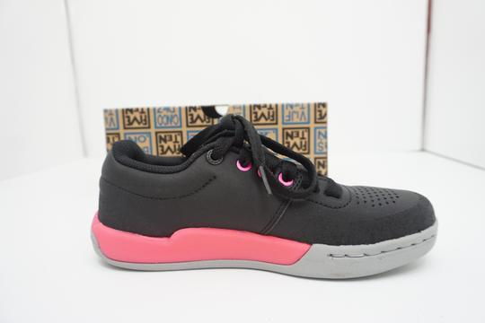 Five Ten Flats Sneakers Lace Up Freerider Size 6 Black / Pink Athletic Image 7