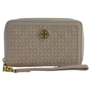Tory Burch Bryant Quilted Bryant Wallet Wallet Wristlet in Light Oak