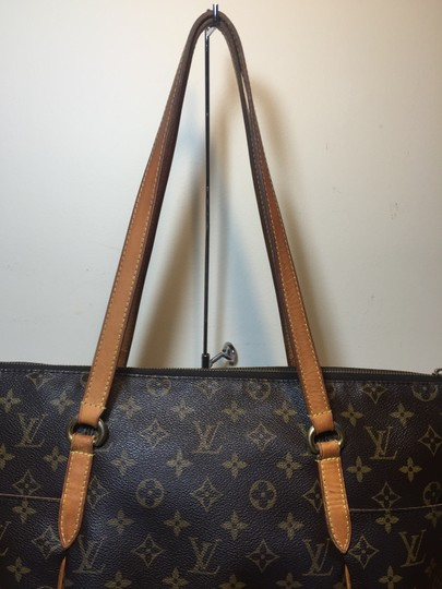 Louis Vuitton Shoulder Monogram Totally Totally Mm Tote in Brown Image 3