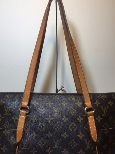 Louis Vuitton Shoulder Monogram Totally Totally Mm Tote in Brown Image 4
