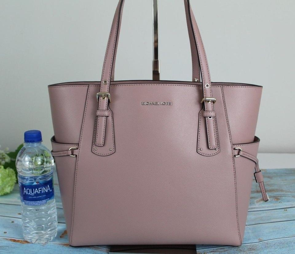 1f9b22fefaff Michael Kors Voyager East West Crossgrain Fawn/Gold Leather Tote ...