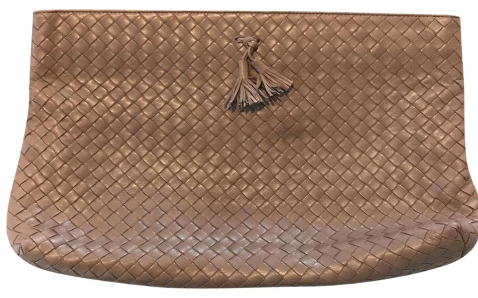 45680e03deda Bottega Veneta Intrecciato Taupe Leather Clutch - Tradesy