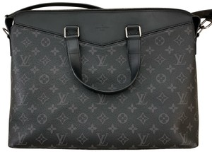 Black Louis Vuitton Cross Body Bags - Up to 90% off at Tradesy 768560f52f