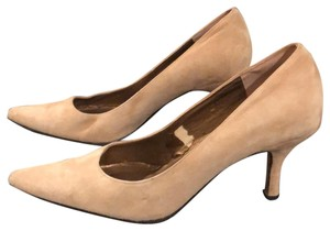 Vaneli tan Pumps